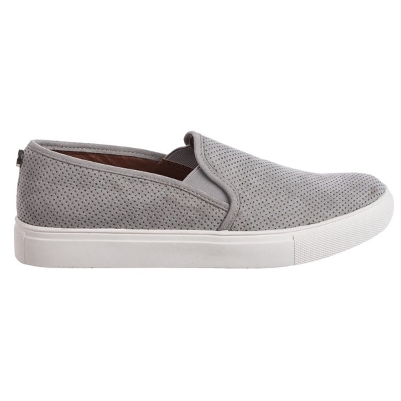 f6bcdec36ba Steve Madden Zarayy V Perforated Sneaker NEW. M 5b2ee16a7386bc5347a88d3f